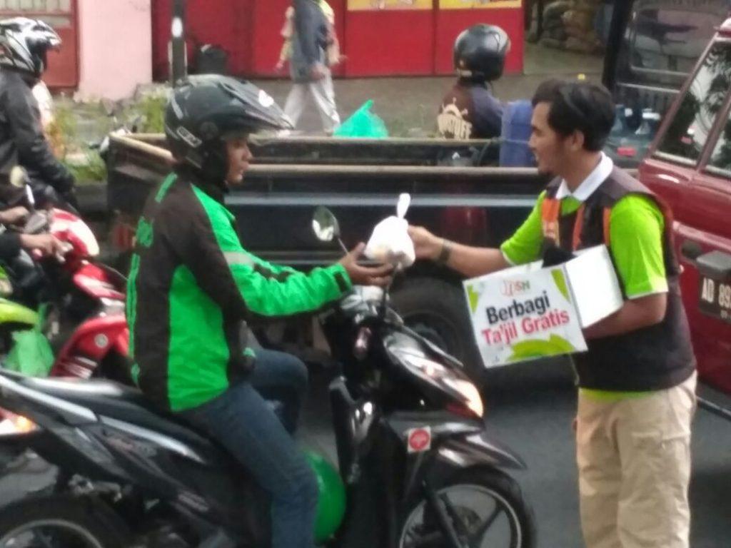 Berkah Takjil, Senyum Ramadhan Sepanjang Jalan