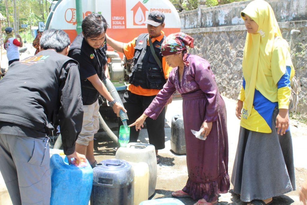 Distribusi air bersih untuk warga Kemalang