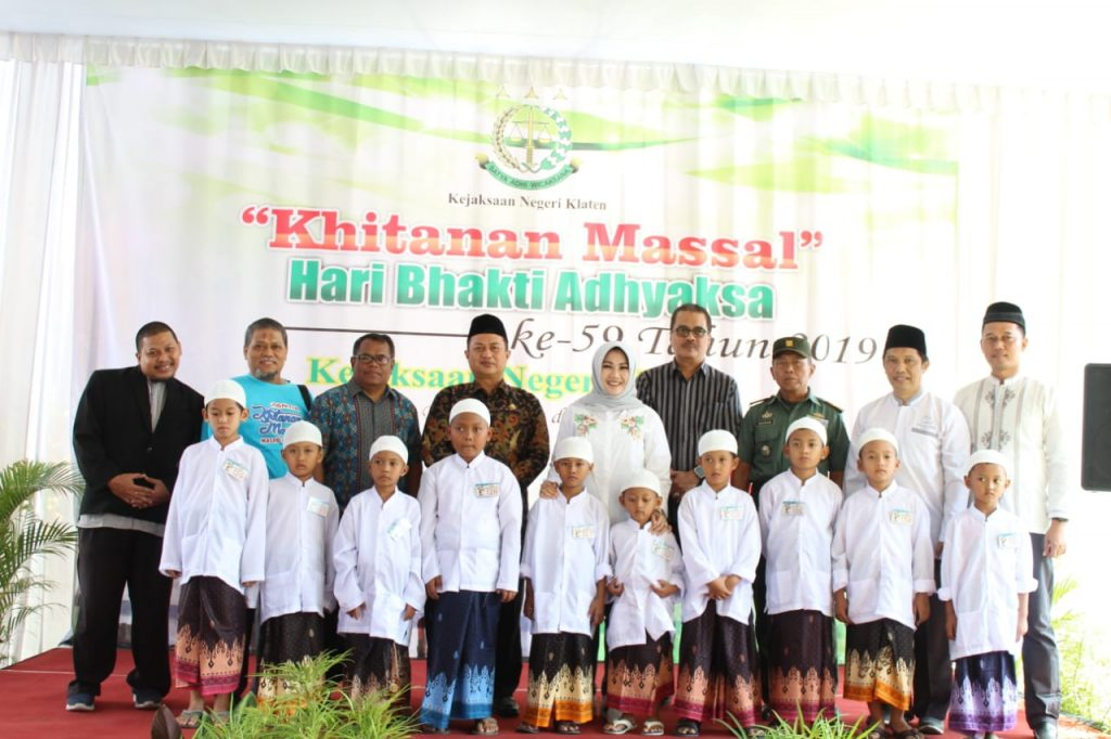 Aduh, Tapi Seneng; 150 Anak di Klaten Ikuti Khitanan Massal