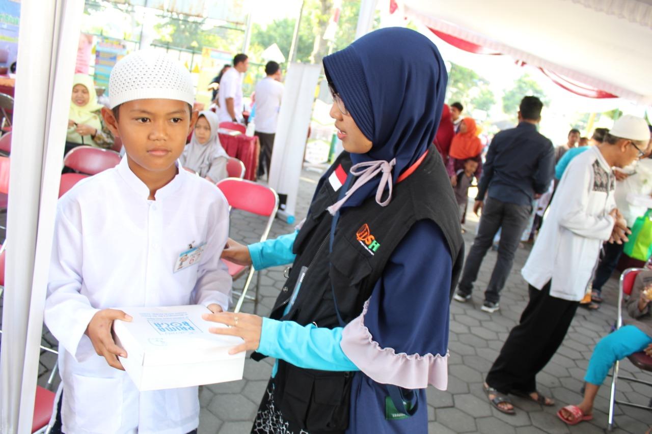 Hikmah memberi sedekah kepada anak yatim
