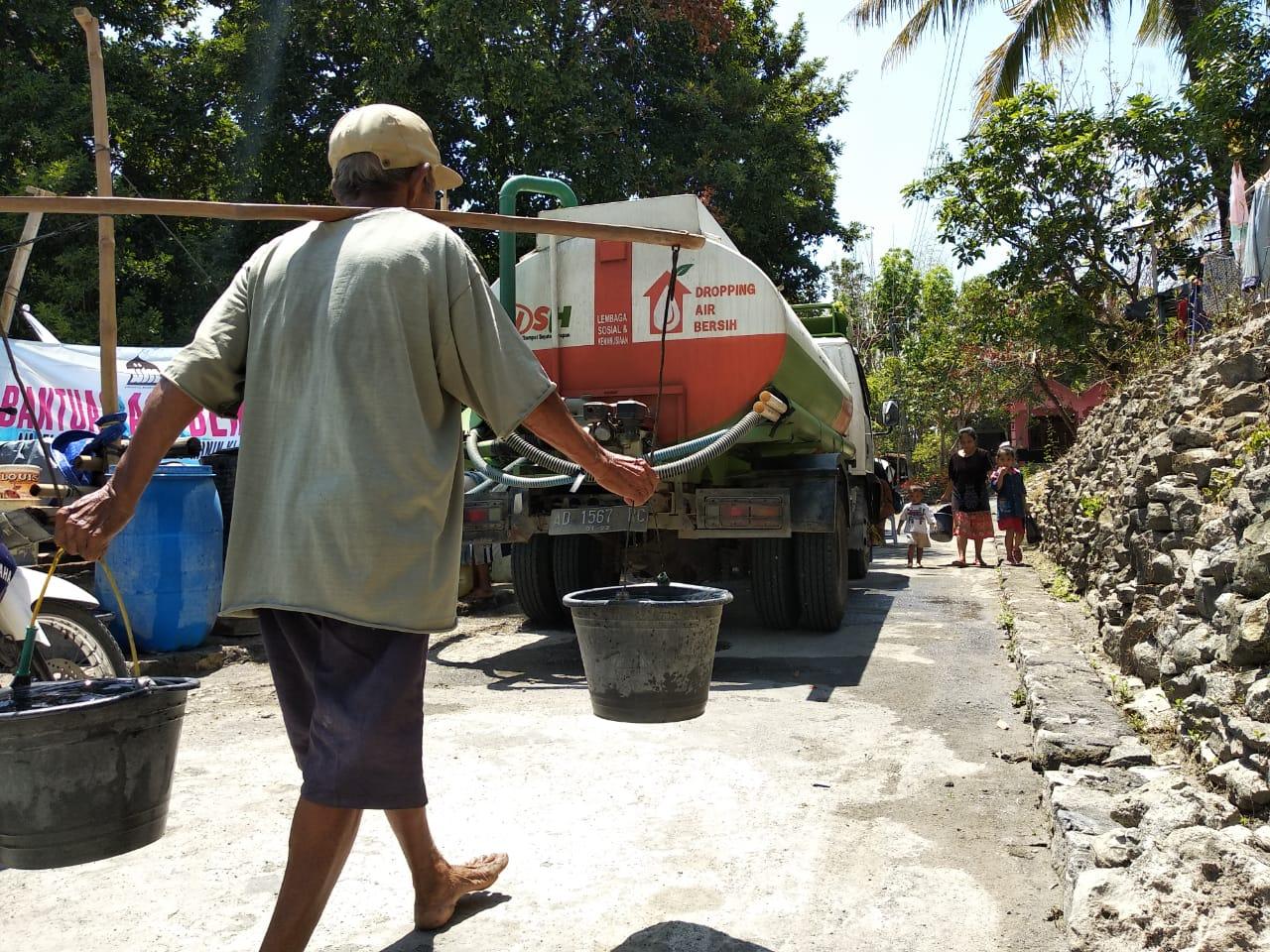 Droping Air daerah yang mengalami kesulitan Air bersih